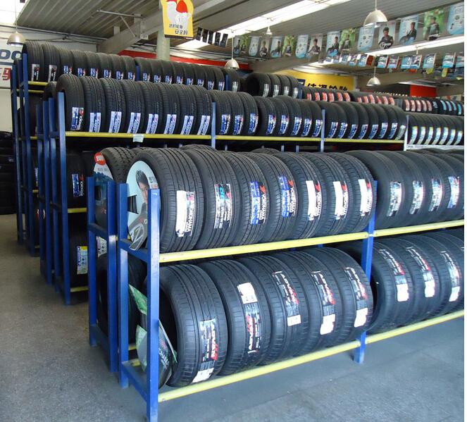 幼儿园轮胎架子图片